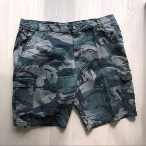 Wrangler relaxed fit cargo shorts size 42